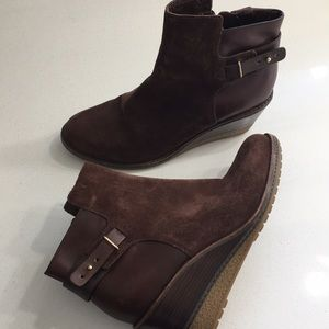 Size 7 1/2AA cole Hahn brown suede wedge ankle
